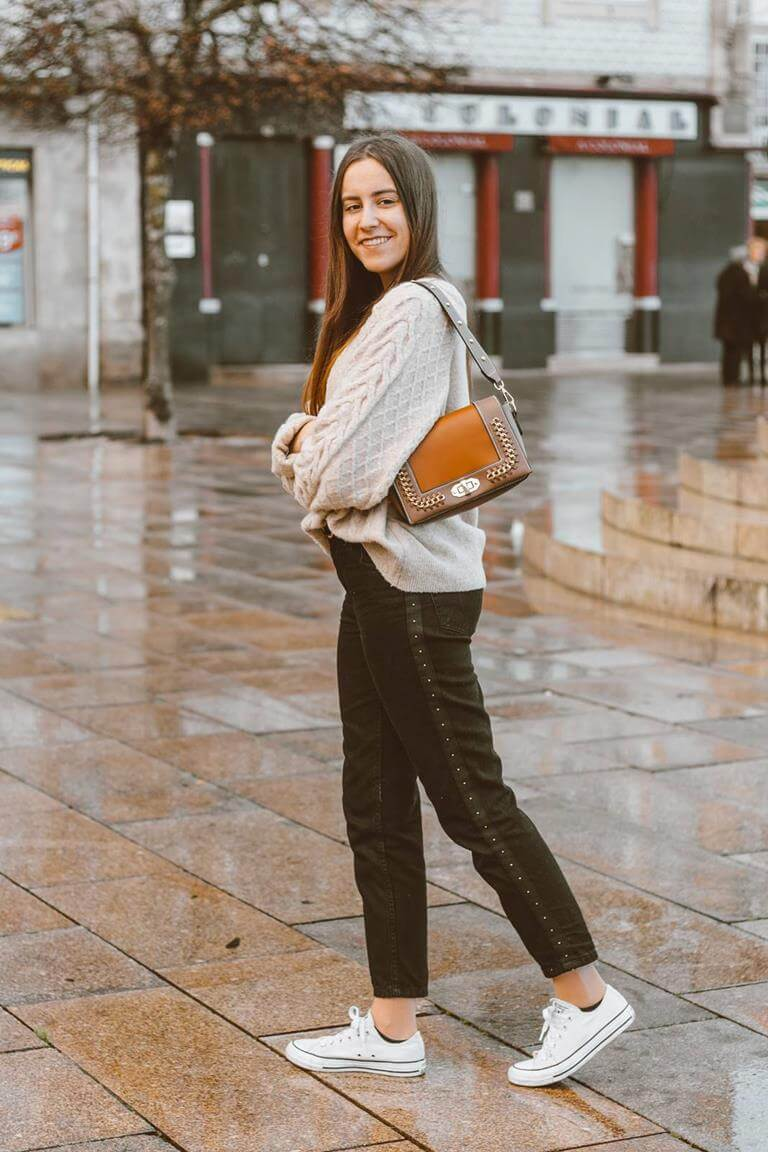 outfit_sweater_hm_black_jeans_lefties_bag_gamiss_sneakers_converse
