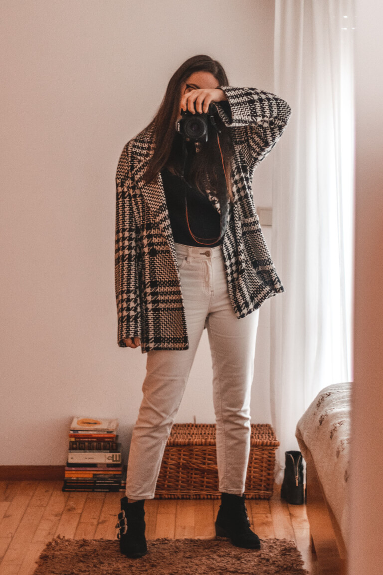 outfit white jeans blazer boots